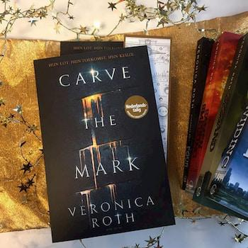Carve the mark afbeelding